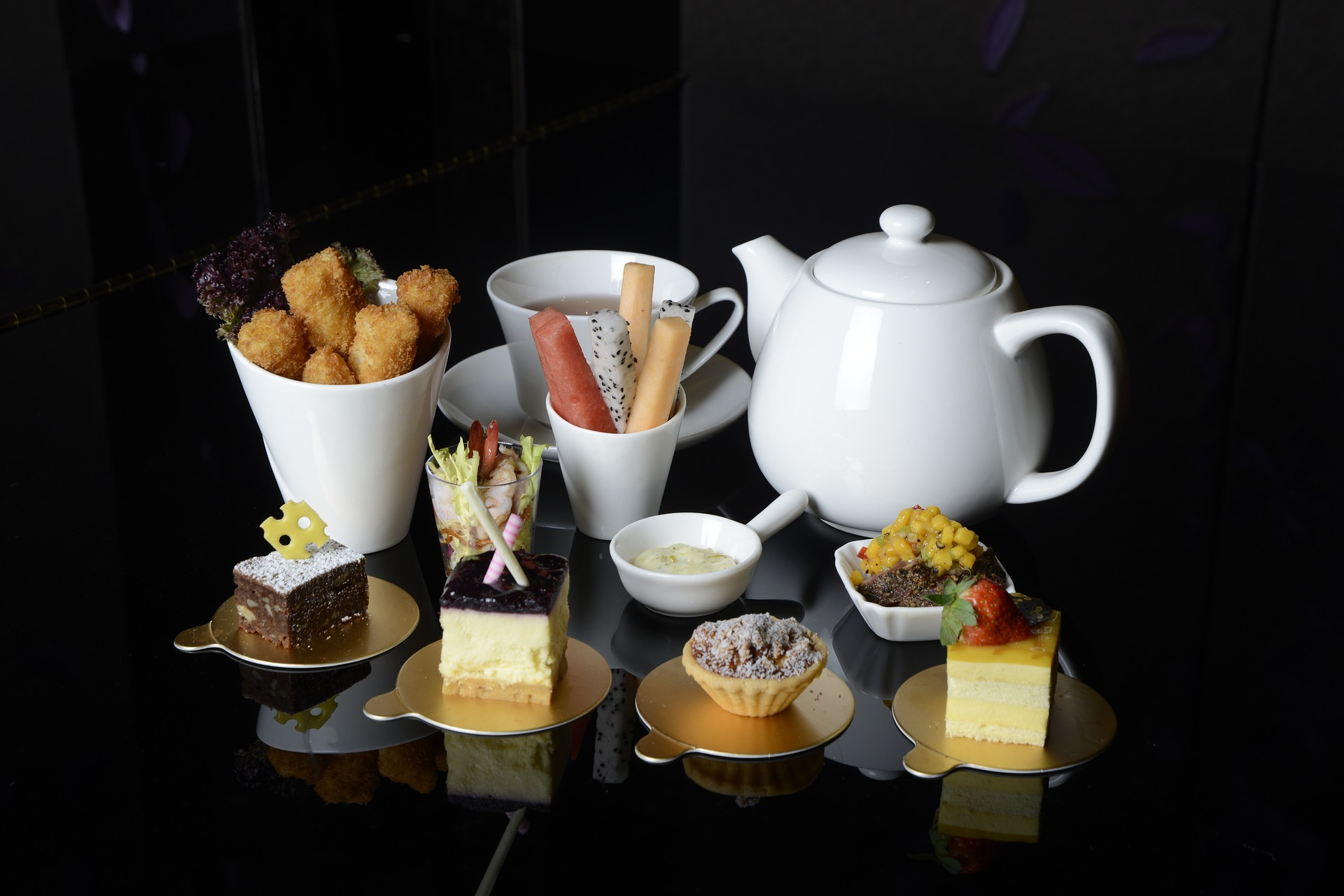 What Is the Difference Between Afternoon Tea and High Tea?